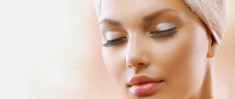 naturlige lange øjenvipper kan opnås med det rette serum